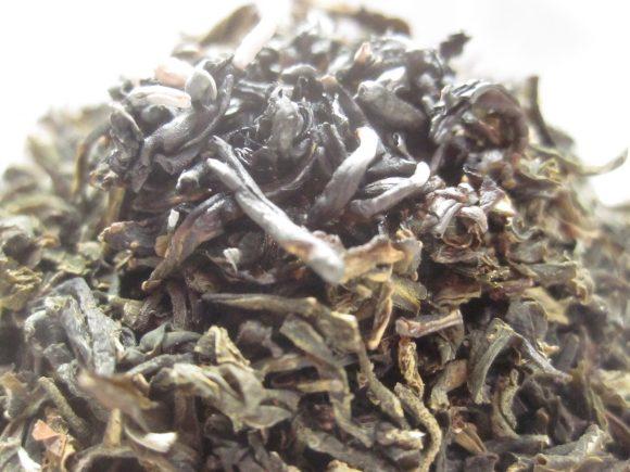煙はモクモクと大量に放出する茶ガラ・茶葉