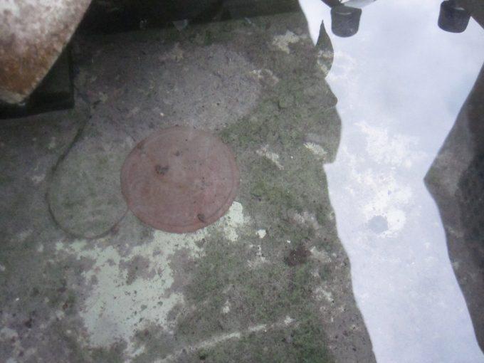 雨水を貯める容器