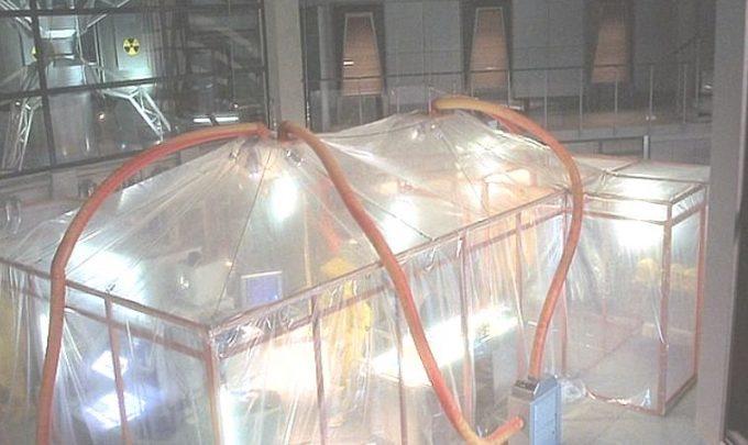 製薬会社の研究施設では蚊の遺伝子操作実験が進められていた