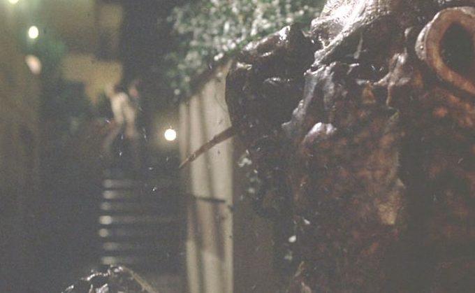 同じく放射性溶液を浴びたジェニファーに近寄るレイ・・・いや、モスキートマン(MOSQUITO MAN)