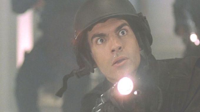 元は人間だったと思えない怪物となった蚊男レイに驚愕する特殊部隊SWAT隊員!