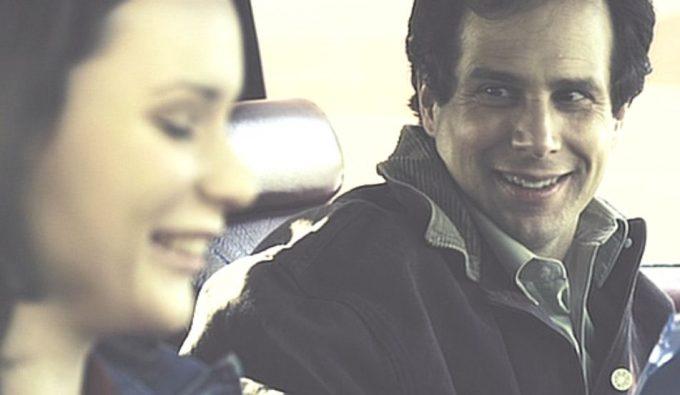 男の魅力が乏しいジムが恋心を抱く同僚の女性エブリン