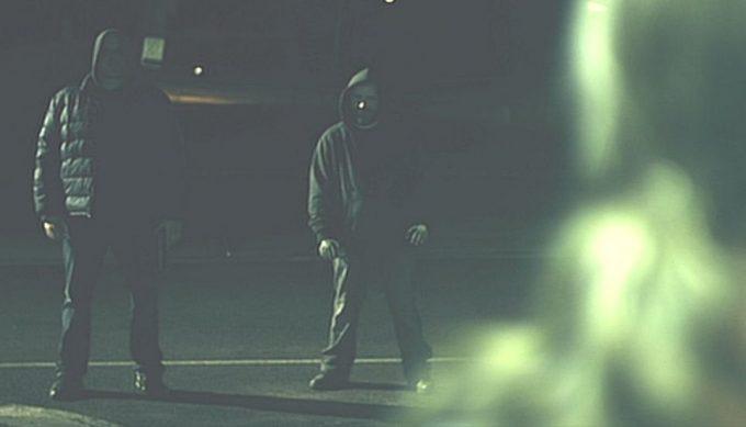 そして物語冒頭のエブリンが強盗に襲われるシーンに移り変わる