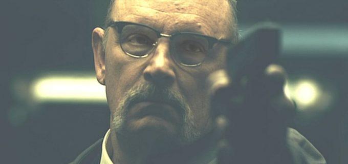 ベテランの堅物刑事が事件解決に乗り出すが・・・