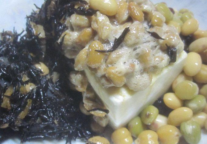 ひじき煮、冷奴、蒸しサラダ豆など栄養が豊富な食材を積極的に食べる