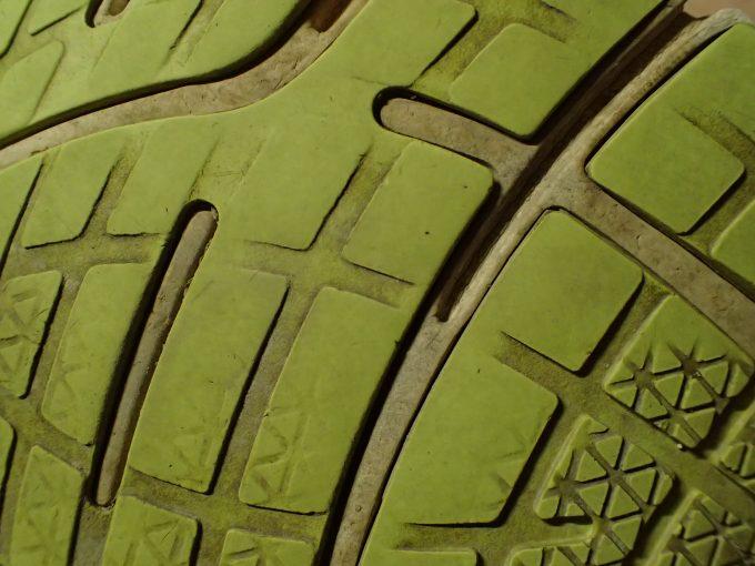 磨り減った靴底は買い替えの合図なのかもしれない・・・
