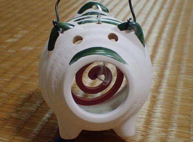 畳(和室)と蚊遣り豚の相性が良い(笑)