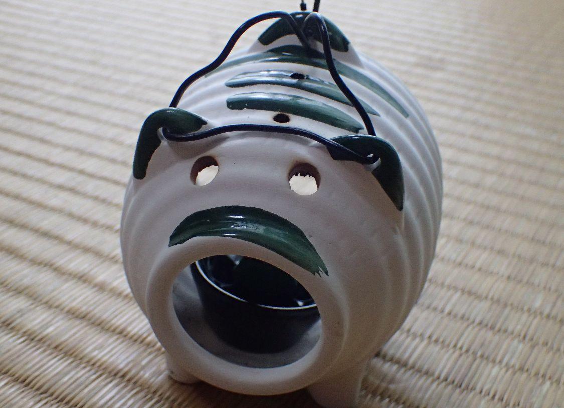 100円ショップDAISOの豚の形をした蚊取り器