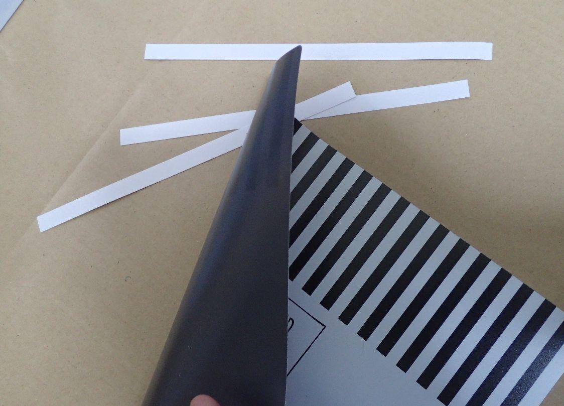 カバー自体を貼るのではなく、付属の両面テープを使用する