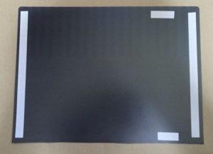 使用方法のイラストを参考に両面テープを貼る