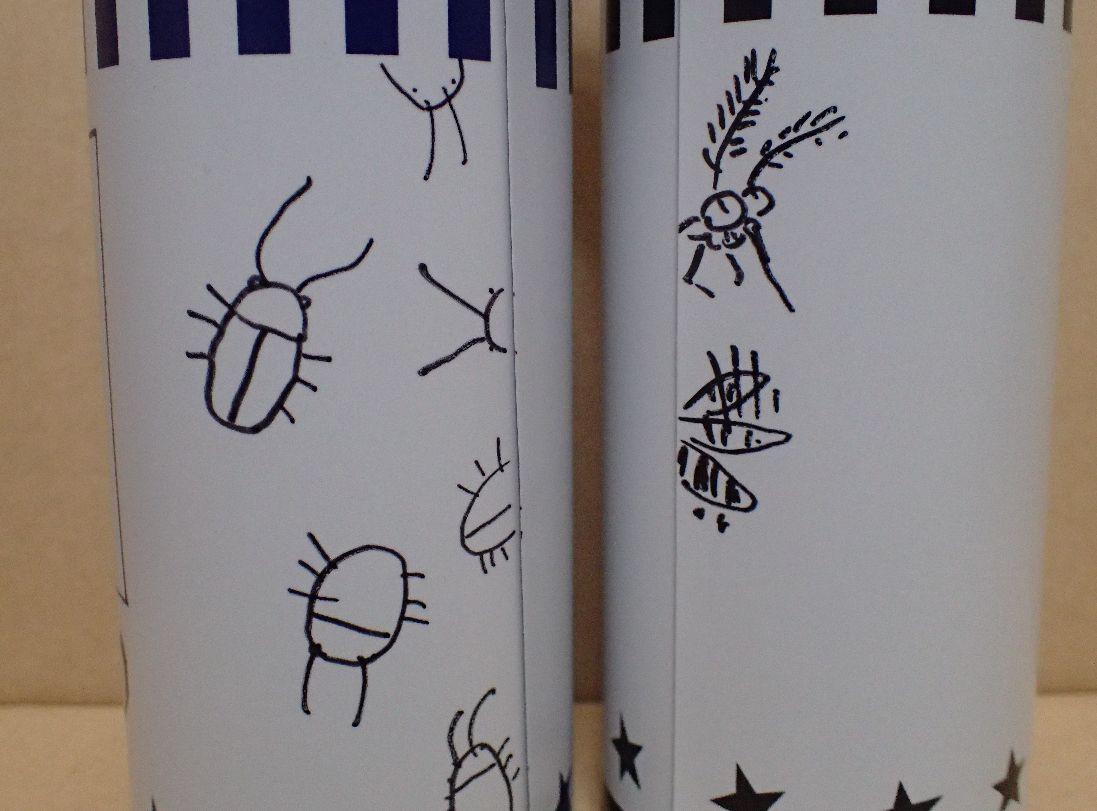 ゴキブリや蚊など、虫のイラストも描き加えた