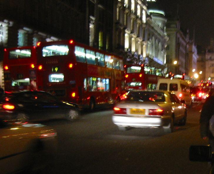 十数年前に海外旅行で訪れたイギリス・ロンドンの町並み