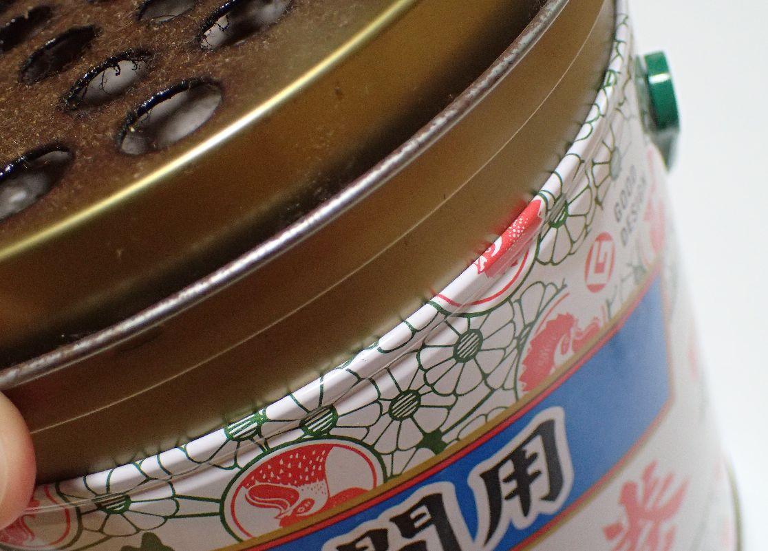 容器にキツく密着した皿、皿のフタも固い状態